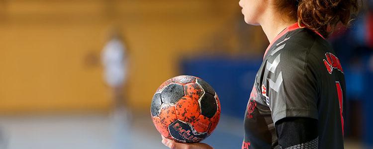 Deze afbeelding heeft een leeg alt-attribuut; de bestandsnaam is handball-banner.jpg